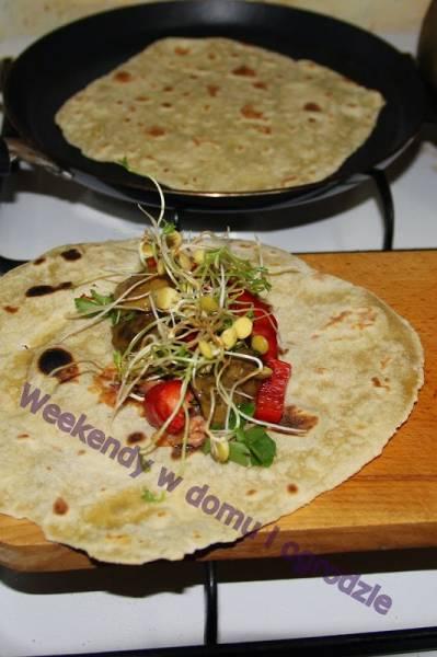 Burrito i tortilla - zwinięta kanapka na szybko