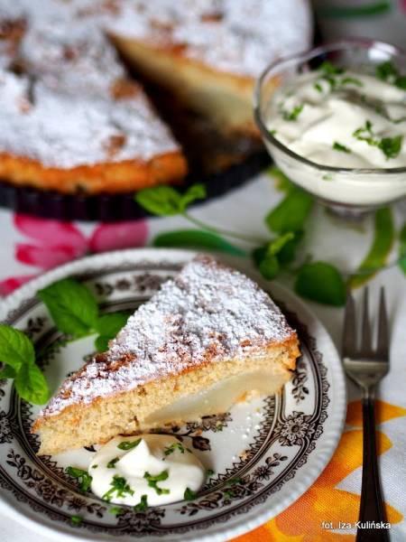 Jaglany biszkopt z gruszkami - bardzo łatwe ciasto na niedzielę