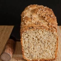 chleb pełnoziarnisty z ziarnami