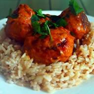 Klopsiki w sosie curry z brązowym ryżem