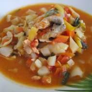Zupa rybna z warzywami.