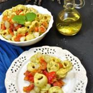 Sałatka z tortellini i pieczoną papryką (242 kcal)