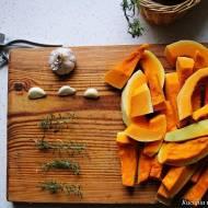 Pieczona dynia z czosnkiem i ziołami