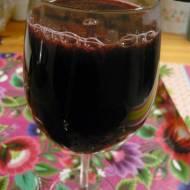 Grzane wino z truskawkami i wanilią