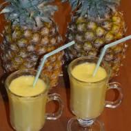 Orzeźwiający napój ananasowy