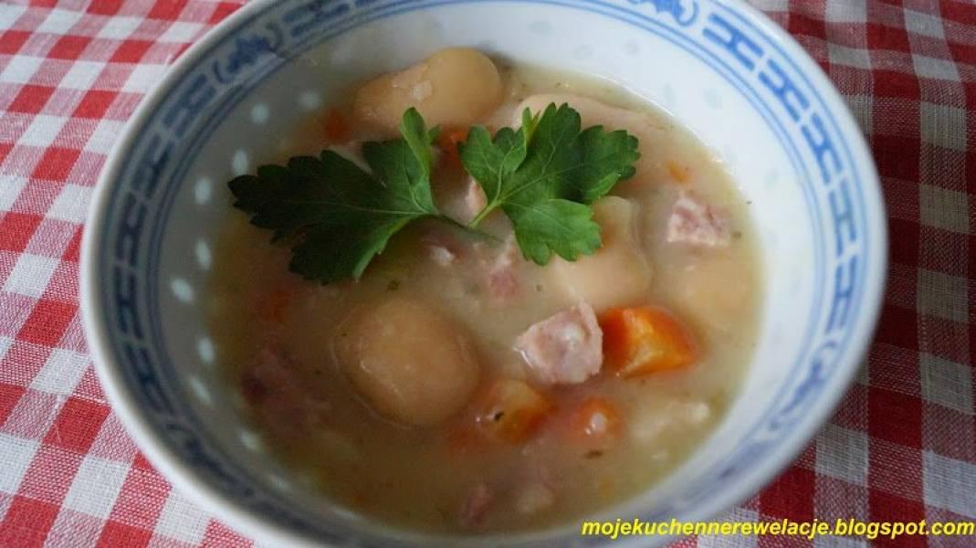 Zupa fasolowa z kiełbasą i boczkiem