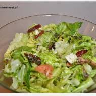 Sałatka z wędzonym łosiem i suszonymi pomidorami w koperkowo-musztardowym dressingu