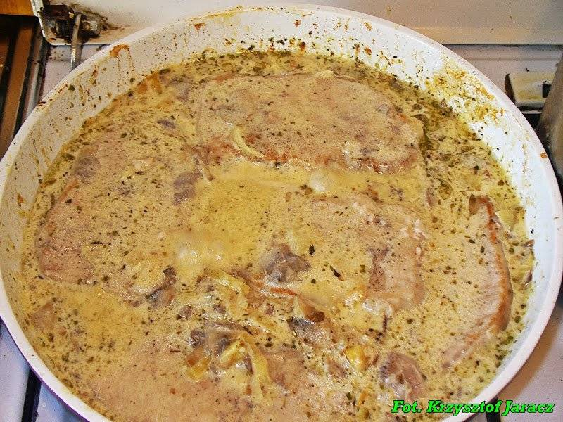 Schab w sosie śmietanowo - grzybowym.