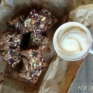 Brownie z czereśniami i Snickersami