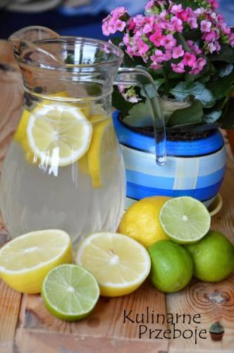 Woda z cytryną o poranku działa cuda!
