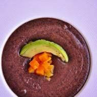 Pikantna zupa z czarnej fasoli z gorzką czekoladą