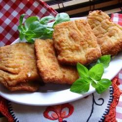 Filety z karpia w delikatnie cebulowej panierce.