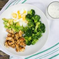 Sałatka brokułowa z kurczakiem ( LOW CARB ). / Broccoli salad with chicken ( LOW CARB )