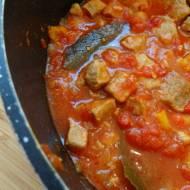 Gulasz wieprzowy z papryką i pomidorami