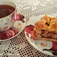 Szarlotka z kratką vintage. Vintage apple pie with lattice top