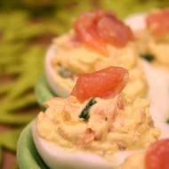 Jajka faszerowane z dodatkiem wędzonego łososia