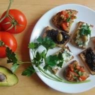 Szybkie kanapki na imprezę.Pomysł na proste kanapki po włosku z pomidorem.