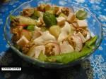 Sałatka z ananasem i kurczakiem w orientalnym sosie