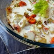 Biała kiełbasa z warzywami zapiekana w sosie śmietanowo - chrzanowym