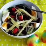Zielona sałata z groszkiem konserwowym i zielonym pieprzem