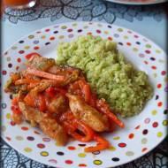 Kurczak z warzywami w sosie słodko-pikantnym i...