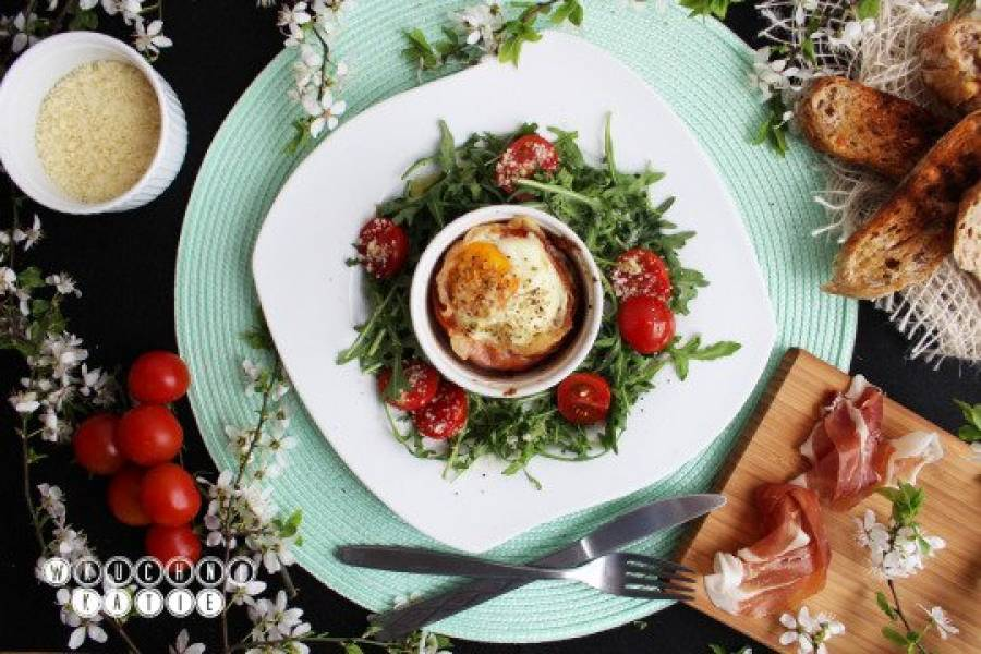 Baked eggs with parma ham and parmesan