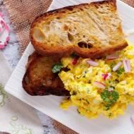 Jajecznica na tostach / Scrambled Eggs on Fried Bread