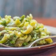 Pesto z czosnku niedźwiedziego i makaron z pieczarkami i zieloną fasolką