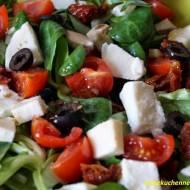 Sałatka z roszponką, mozzarellą i suszonymi pomidorami