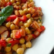 Ciecierzyca na ciepło z warzywami i kiełbasą