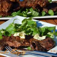 Wołowina i skrzydełka z grilla