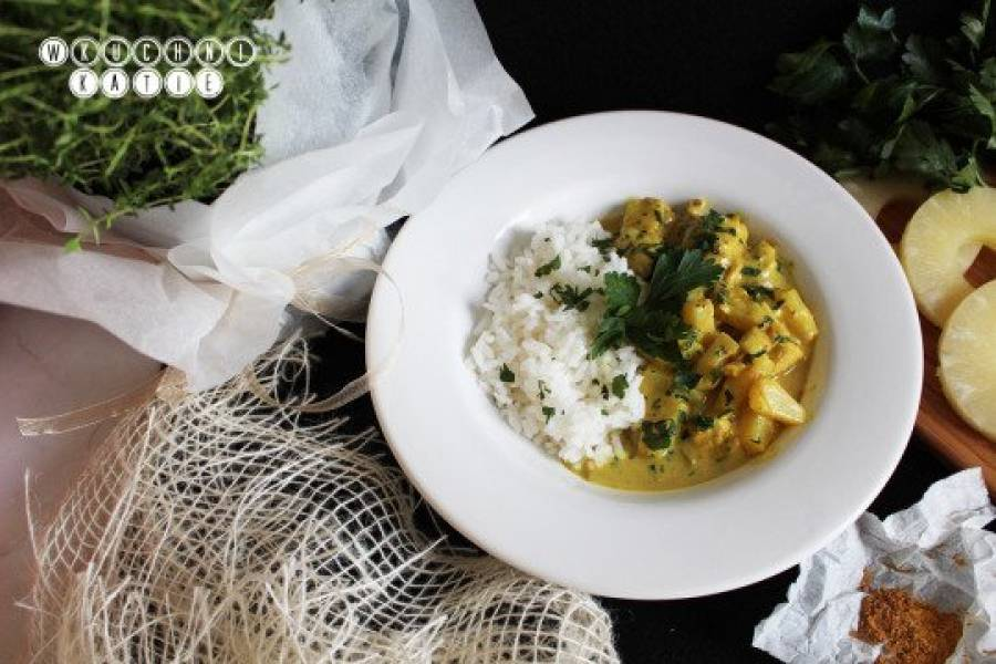 Curry with turkey, pineaple and coconut milk