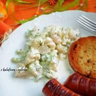 Sałatka na grilla z kalafiora i ogórka