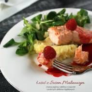 Łosoś z sosem malinowym, kaszą jaglaną i sałatką z roszponki i prażonych płatków migdałowych