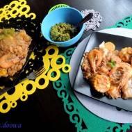 Paella makaronowa z owocami morza i pikantnym sosem pikada