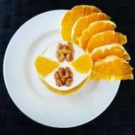 Placuszki kukurydziane z jogurtem, pomarańczami i orzechami