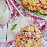 Drożdżówki z rabarbarem i truskawkami