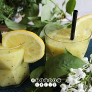 Cocktail with mango and kiwi