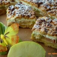 Kruche ciasto z rabarbarem, jabłkami i śmietankową pianką