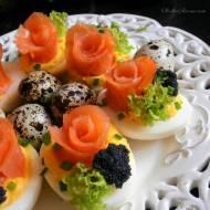 Jaja Faszerowane z Łososiem Wędzonym i Kawiorem (Różyczki)