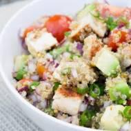 Sałatka z quinoa i  kurczakiem.
