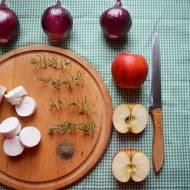 Orkiszowa tarte flambée z kozim serem