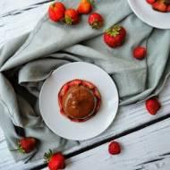 Truskawkowa panna cotta z polewą czekoladową