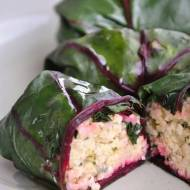 Gołąbki z liści botwiny na parze z kaszą jaglaną (wege)
