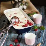 LODY – Mrożony mus z białej czekolady z malinami