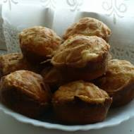 Muffinki z żółtym serem i przyprawami
