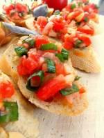 Bruschetta z pomidorami i serem cheddar