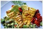 Cytrusowa ryba z sałatką z awokado.