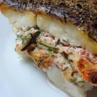 Filet z halibuta w szpinaku i pomidorach z migdałami