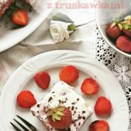 Ciasto grysikowe z czekoladą i truskawkami